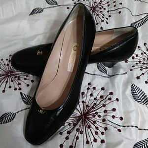 Gucci Shoes - Vintage Gucci Black Leather Kitten Heels